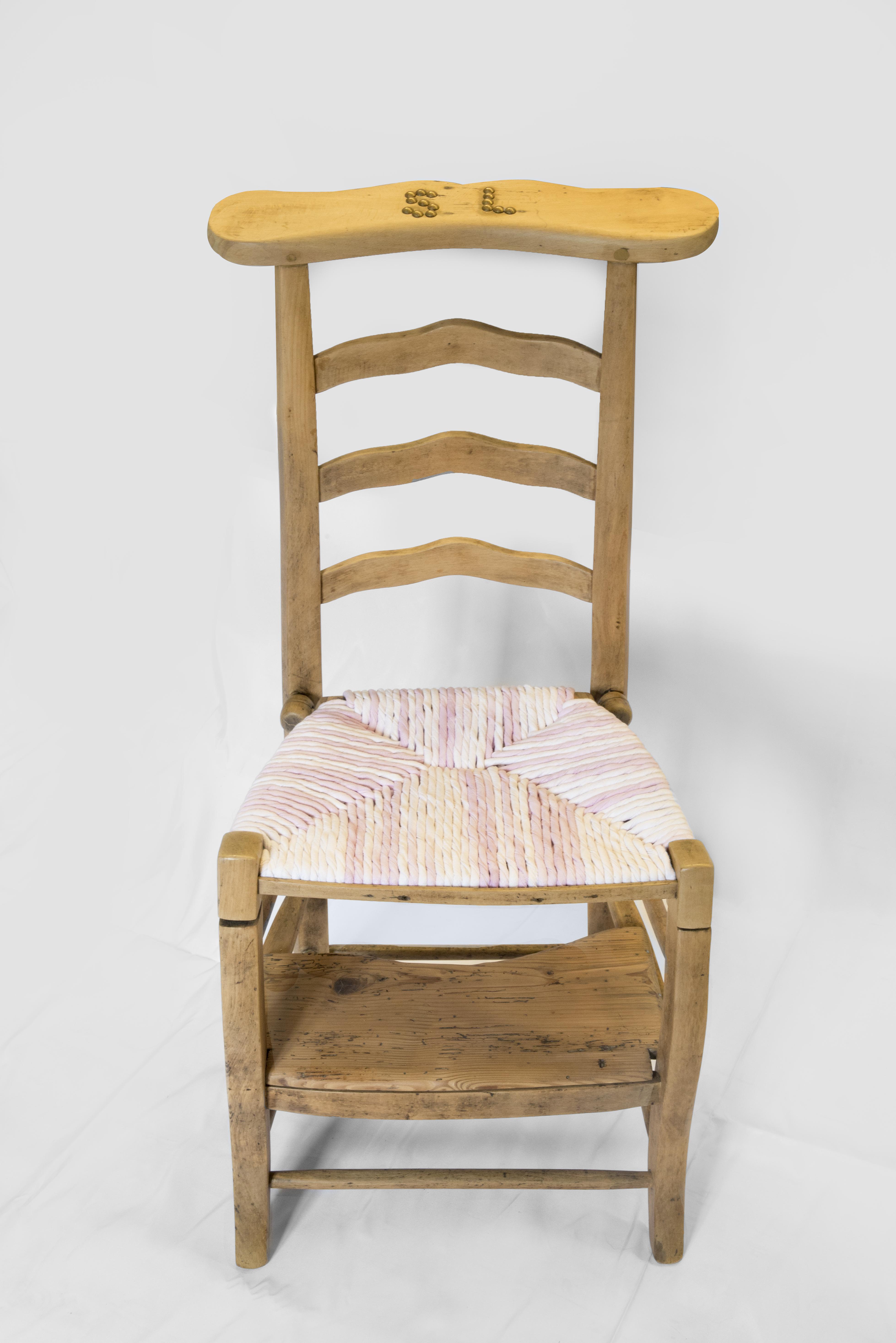 wood is folies prie dieu madame restaration relooking rempaillage ent torons de tissus blanc rose bois massif finition mat vue de dessus canteleu rouen normandie